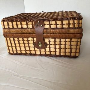 BASKET LARGE with attached lid an leather fastener